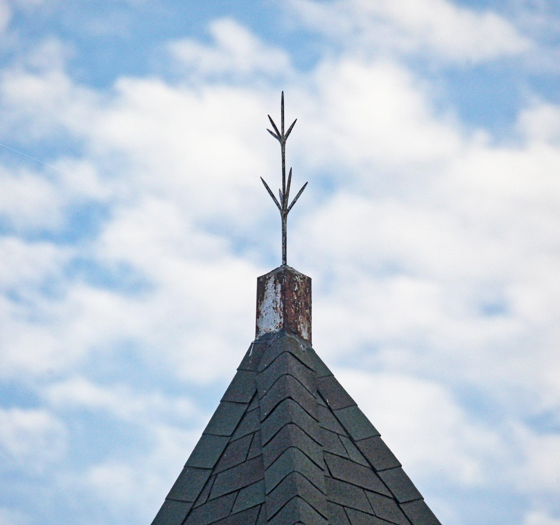 Rooftop lighting rod